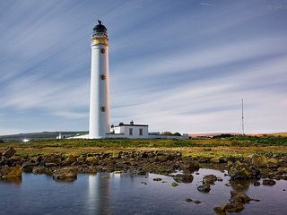 Barns Ness Lighthouse Cottage  5 bedroom waterfront holiday cottages Dunbar