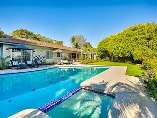 Stunning, remodeled, gated 1 acre retreat, pool, firepit & lit tennis court!, La Jolla