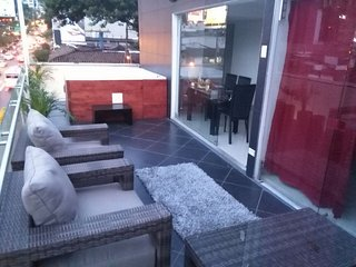 7 bedroom parque lleras spacious balcony with 2, eight person jacuzzi apartment.