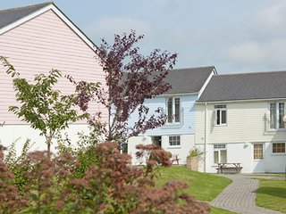 ATLANTIC LODGE 4 BEDROOM TO SLEEP 8/10 WITH FULL USE OF LEISURE FACILITIES, Newquay