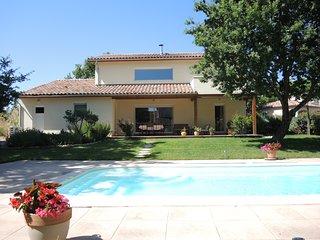 Villa recente  avec piscine en drome provencale