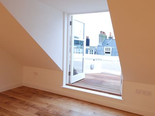 Breathtaking 2 bedroom penthouse in central Brighton