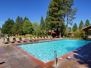 3BR Condo ... Sleeps 8 ... close to Mt. Bachelor, Bend