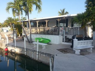 Family Friendly 2 Bedroom 1 Bath, 32' Seawall, 4 Bikes, 2 Kayaks and padl board, Cudjoe Key