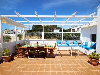 Atico Apto. Julia con piscina , vistas al mar, aire acondiconado, aparcamiento