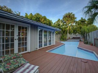 Private Pool Home on Siesta Key, WiFi Incl. Quiet and Private Retreat