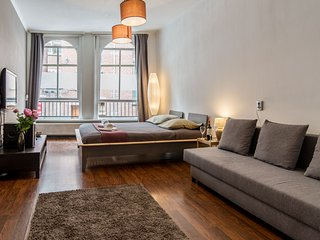 5 Min From Dam Square and Central Station 1BR 36m2, Wood Stanway