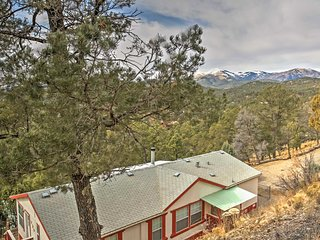 NEW! 2BR Ruidoso House Overlooking the Mountains!