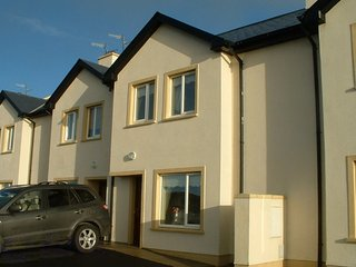 Holiday home overlooking Blacksod Bay & within 3 minute walk of Belmullet Town