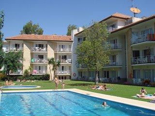 Comodos apartamentos con piscina a 50 metros de la playa. Ref. APOLLO-24