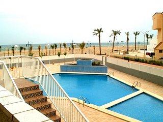 Bonito apartamento con piscina en primera linea de mar. Ref. ARGENTA/CALETA-24