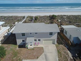 Ocean Front, Sleeps 10, 4 Bedroom, WiFi, Flat Screens, Private Beach Access, Crescent Beach