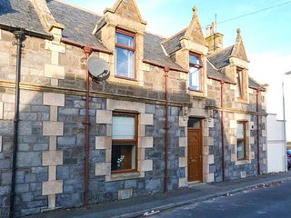 3 CRAIGVIEW, stone cottage, three bedrooms, decked terrace, pet-friendly, in Portessie, Buckie, Ref 951241
