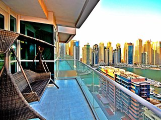 Luxurious 2 Bedroom At The Waves A, Dubai