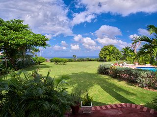 Sunspot Spot Villa - Charming 6 Bedroom Beach Front Villa Jamaica, Runaway Bay