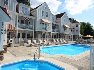 Heated pool, Free Golf everyday, Beaches , Lake Mi