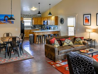 The Screaming Elk: Rustic, Modern Southwest Home: 3 bd, 2 bath, yard, pool & spa, Moab