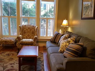 Sunny & Cozy 2 bdrm Duplex, Jamaica Plain, Boston