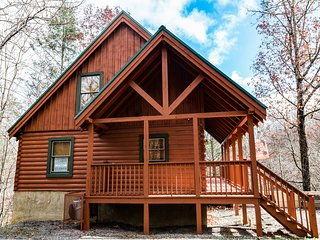 AMAZING LOCATION between Pigeon Forge and Gatlinburg