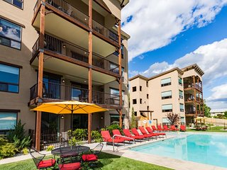 Luxury condo w/ amazing lake & mountain views and shared pool & hot tub!