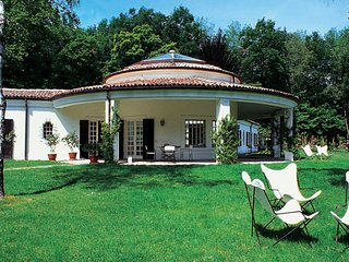 6 bedroom Villa in Dormelletto, Piedmont, Italy : ref 1719190
