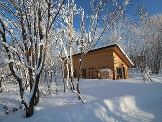 Stylish two-bed cottage in secluded woodland., Niseko-cho