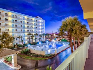 Oceanview condo with balcony, jetted tub, shared pool, hot tub, tennis!, Cocoa Beach