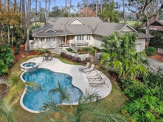 Fabulous Home with Private Pool & Spa plus views of Harbour Town Golf Links!
