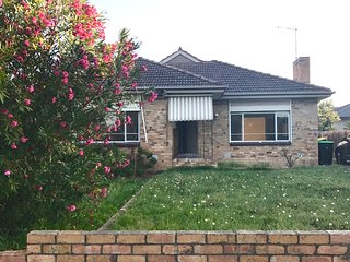 Near city of Melbourne, Spacious sunny house &near beach, Mordialloc