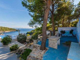 Modern villa near sea for rent, Milna, Brac