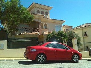 Chalet con 4 dormitorios y piscina privada en Riviera del Sol. Capacidad