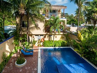Balcony overlooking the pool, peaceful apartment with great amenities, Puerto Morelos