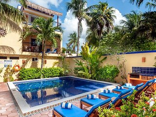 private balcony overlooking the pool, peaceful apartment with great amenities, Puerto Morelos