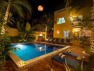 Quiet apartment with large, private patio,king bed and well equipped kitchen., Puerto Morelos