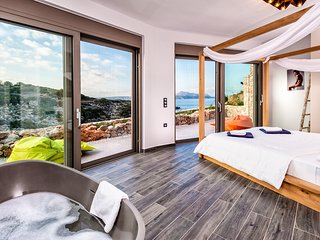 5 star VIP Luxury Villa by the sea with infinity pool and gorge to a beach