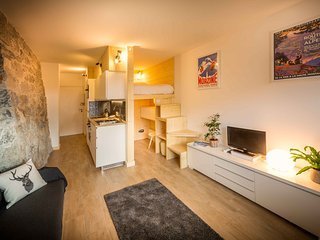 Central Self Catered Ski and Summer Studio Apartment. 5 minutes walk to lift