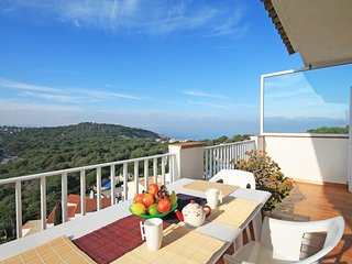 Spacious apartment with stunning sea views in Cala Montgó