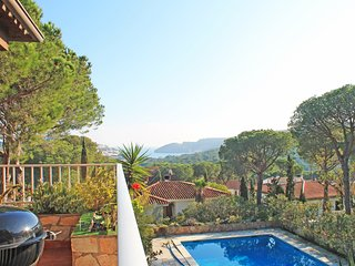 Nice and cozy villa with pool and views in L'Escala