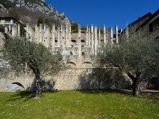 Villa Le Ravere, traditional Limonaia (1700s) with stunning views, private pool, Gargnano