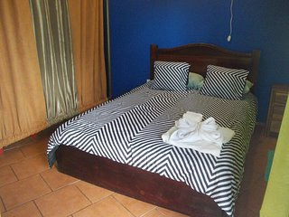 Deluxe room  5 to 8 guests, A/C, WiFi, Kitchen, 2baths,dinning room. Parking
