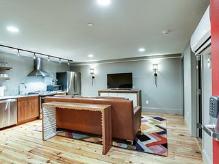 Nashville Riverfront Lofts - Perfect Downtown Location, Steps from Broadway