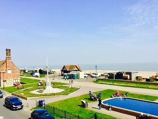 Dial Flat Aldeburgh Direct Sea Views overlooking the beach in centre of town