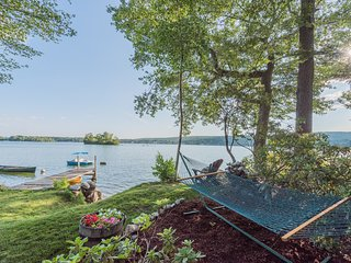 3/2 Private Lakefront Home 4 steps to the water-Kayaks, Canoe & Fire Pit