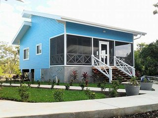 The Dolphin House - Beautiful Ocean Front New Home - Serenity Beach Cottage #1, Utila