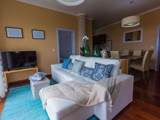 Lovely SeaSide apartment -Sleeps 6 & Amazing view!, Ponta Delgada
