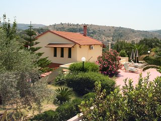 Villa STRATOS - In the top 10 villas in Crete - Relax - Enjoy the views - POOL, Kaloniktis