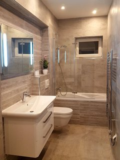 bathroom with a bath tub