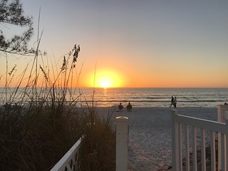 Sunrise & Sunset- Bayfront and Private Gulf Beach!