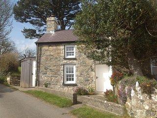 West End Cottage (2005), Newport -Trefdraeth