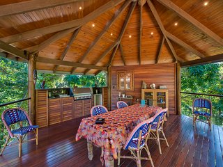 PAVILION HOUSE - 4 BEDROOM STYLISH COUNTRY RETREAT IN THE POCKET
